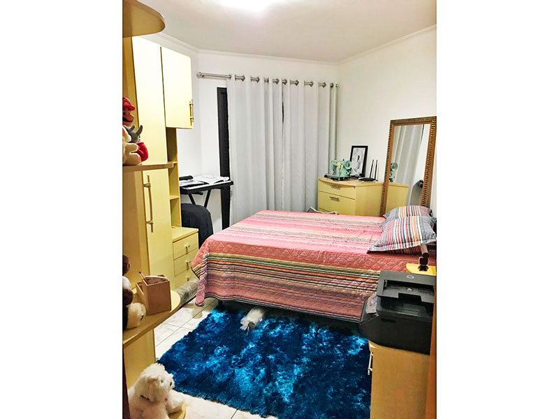 Ipiranga, Apartamento Padrão-Suíte com piso de cerâmica, teto com moldura de gesso, armários planejados e acesso a a sacada.