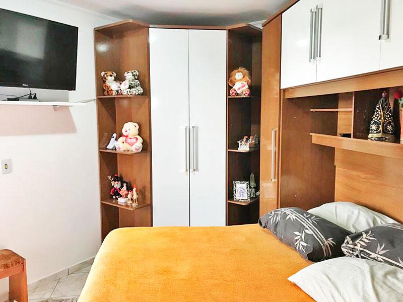 Ipiranga, Apartamento Padrão-2º Quarto com piso de cerâmica, teto com moldura de gesso e armários planejados.