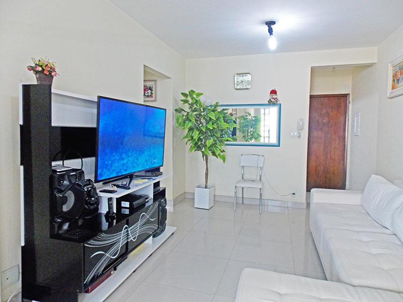Ipiranga, Apartamento Padrão-Sala com piso de porcelanato e acesso ao terraço.