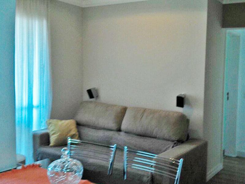 Ipiranga, Apartamento Padrão-Sala com piso de carpete de madeira, teto com sanca de gesso e acesso a varanda gourmet.