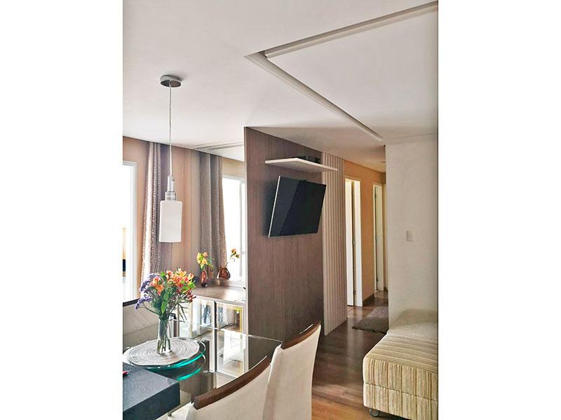 Sacomã, Apartamento Padrão-Sala em L com piso de laminado, teto com sanca de gesso, iluminação embutida e acesso a sacada.