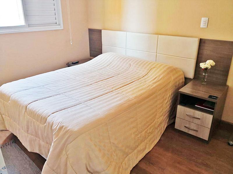 Sacomã, Apartamento Padrão-1º Quarto com piso de laminado e iluminação embutida.