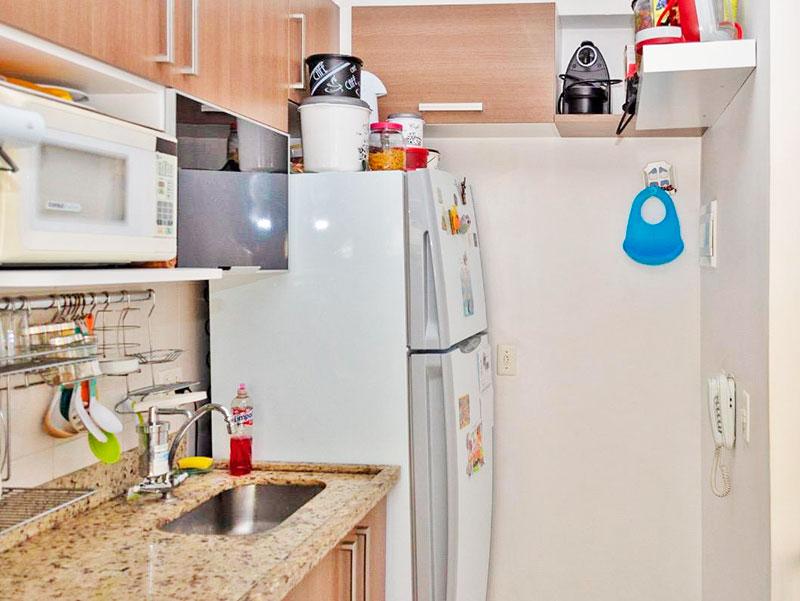 Sacomã, Apartamento Padrão-Cozinha com piso de cerâmica, armários planejados, gabinete, pia de granito e acesso a área de serviço.