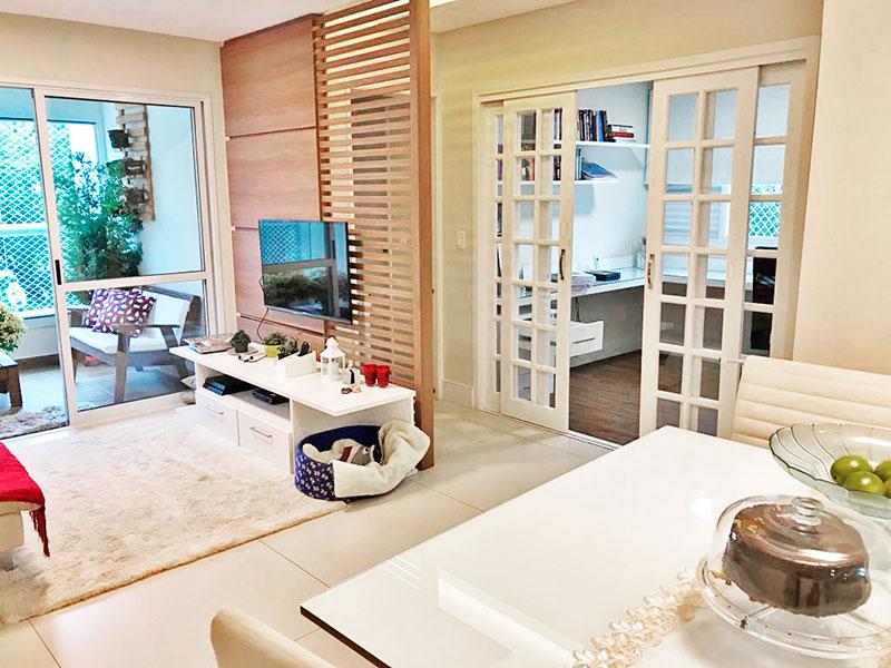 Ipiranga, Apartamento Padrão-Sala com piso de porcelanato, teto com sanca, iluminação embutida e acesso a varanda.