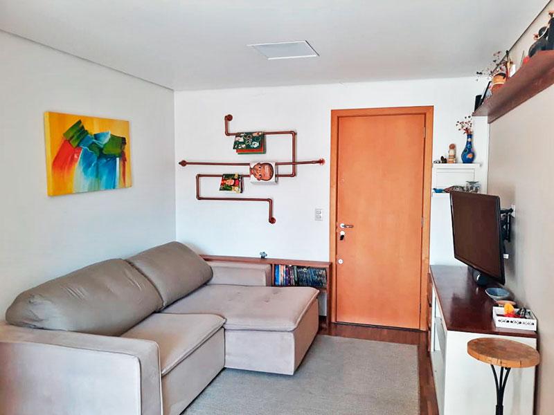 Ipiranga, Apartamento Padrão-Sala com piso de laminado, teto com sanca e acesso a varanda.