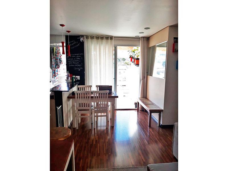 Ipiranga, Apartamento Padrão - Sala com piso de laminado, teto com sanca e acesso a varanda.