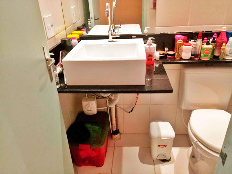 Jabaquara, Apartamento Padrão-Banheiro Social com piso de cerâmica e pia sobreposta.