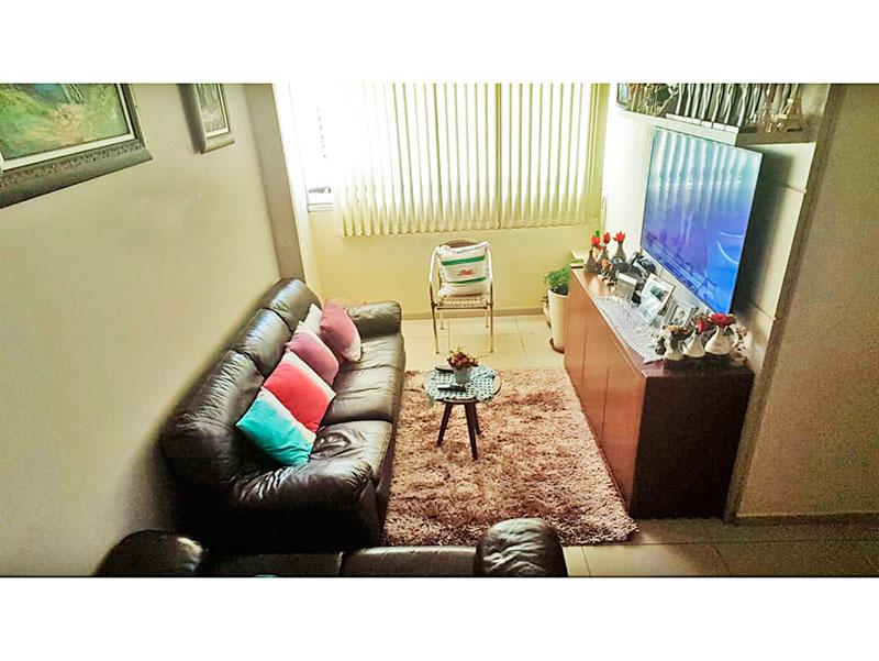 Sacomã, Apartamento Padrão-Sala com piso de porcelanato e teto com moldura de gesso.