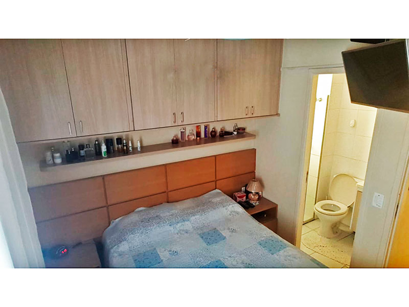 Sacomã, Apartamento Padrão-Suíte com piso de porcelanato, armários planejados e embutidos.