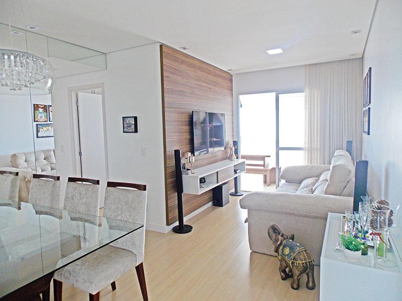Sacomã, Apartamento Padrão - Sala em L com piso de laminado, teto com sanca, iluminação embutida e acesso a varanda gourmet.