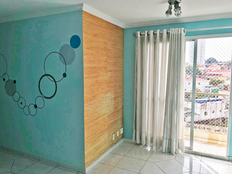 Sacomã, Apartamento Padrão - Sala com piso de porcelanato, teto com moldura de gesso e acesso a varanda.