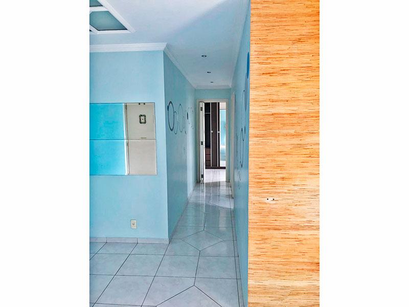 Sacomã, Apartamento Padrão-Sala com piso de porcelanato, teto com moldura de gesso e acesso a varanda.