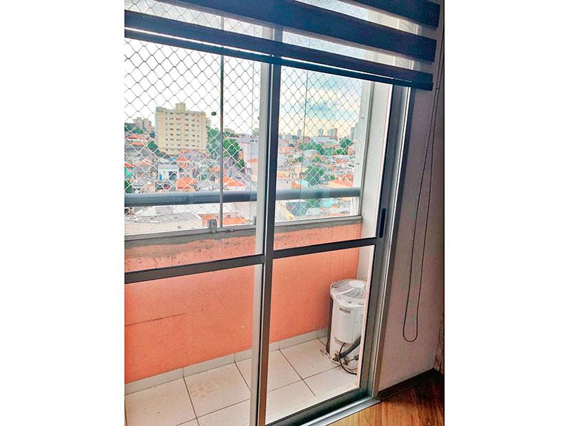 Sacomã, Apartamento Padrão-Varanda com piso de cerâmica, fechamento de vidro e tela de proteção.