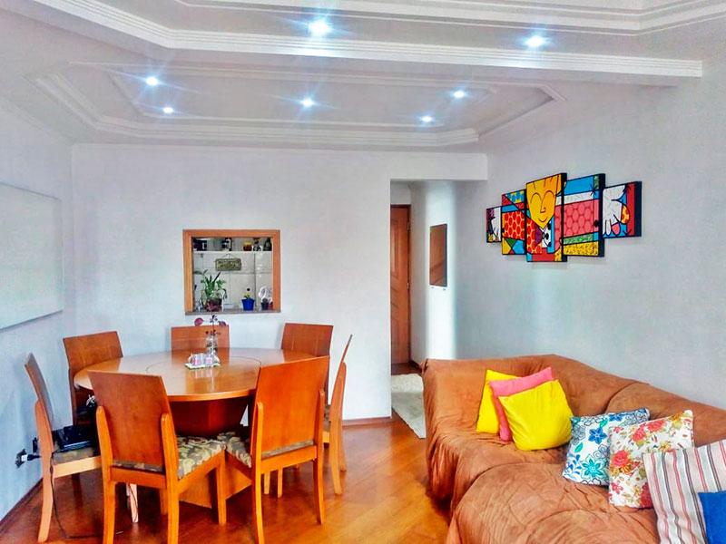 Sacomã, Apartamento Padrão-Sala com piso de laminado, teto com sanca de gesso, iluminação embutida e acesso a varanda.