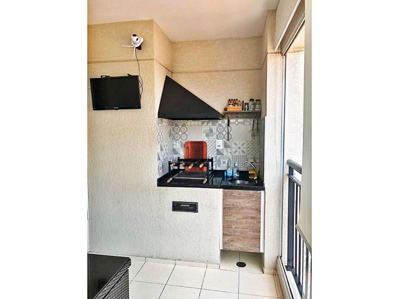 Sacomã, Apartamento Padrão-Varanda Gourmet com piso de cerâmica, gabinete, pia de granito e fechamento de vidro.