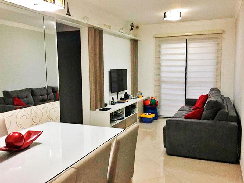 Sacomã, Apartamento Padrão-Sala com 02 ambientes, com piso de porcelanato, teto com moldura de gesso e acesso a varanda.