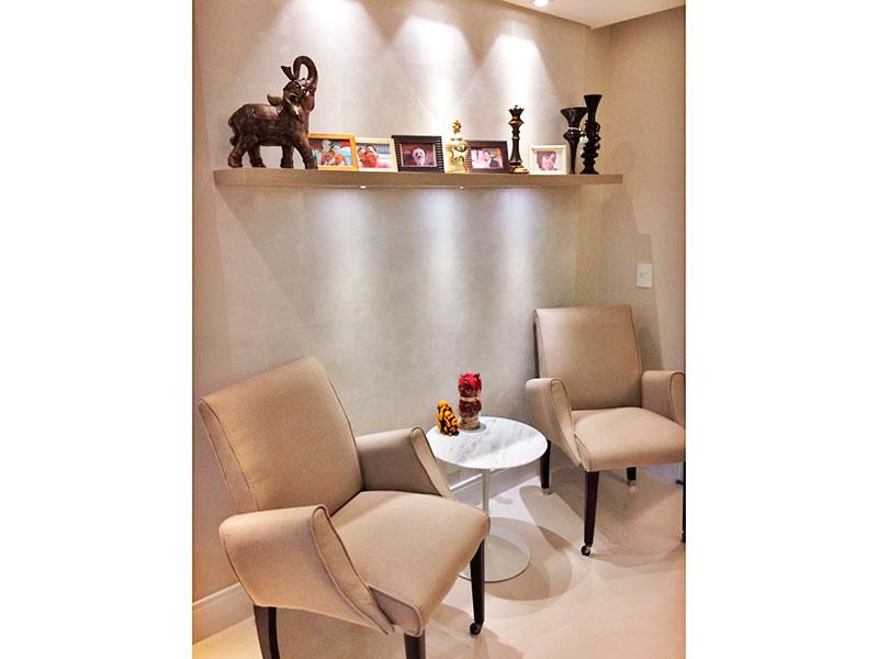 Ipiranga, Apartamento Padrão-Sala irregular com piso de porcelanato, teto com sanca, iluminação embutida, armários planejados e acesso a varanda gourmet.
