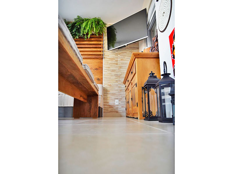 Ipiranga, Apartamento Padrão-Varanda Gourmet com piso de cerâmica, armários planejados, gabinete, pia de granito e fechamento de vidro.