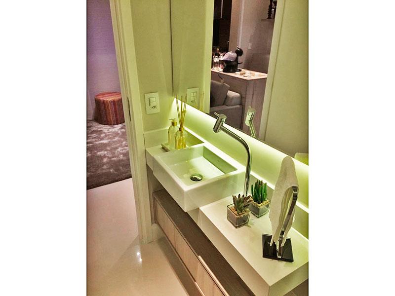 Ipiranga, Apartamento Padrão-Lavabo com piso de porcelanato e pia sobreposta.