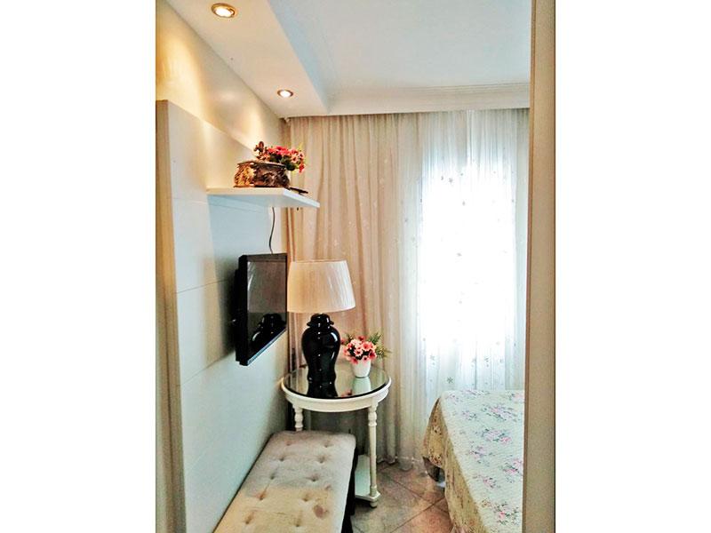 Sacomã, Apartamento Padrão-1º Quarto com piso de cerâmica, teto com sanca, iluminação embutida e armários planejados.