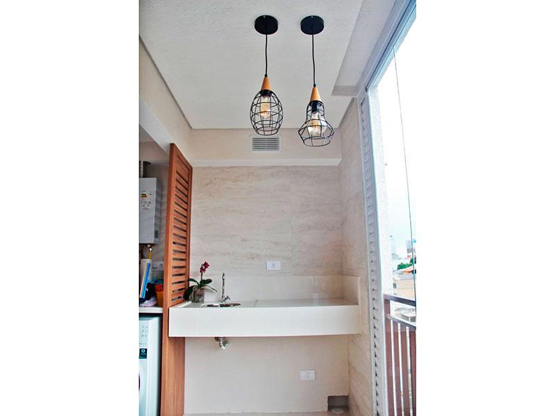 Ipiranga, Apartamento Padrão-Área de serviço integrada com a varanda, com piso de porcelanato, teto com sanca, pia de granito e aquecedor de passagem.