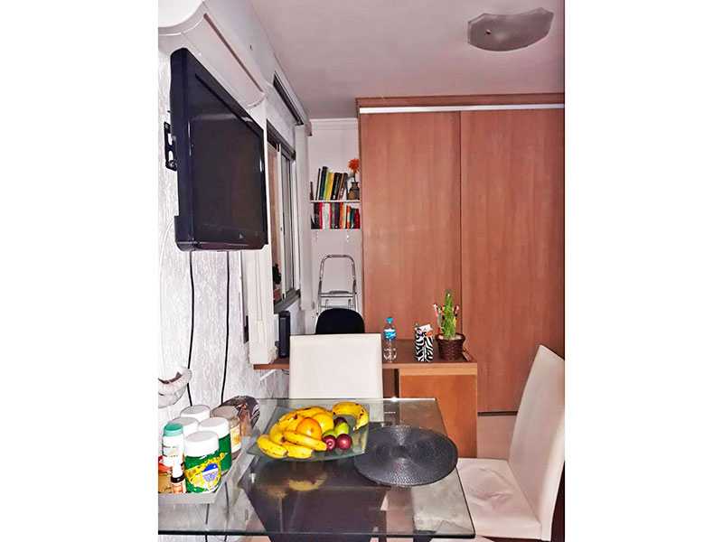 Jabaquara, Studio-Sala integrada com o quarto e a cozinha, com piso de laminado, teto com moldura de gesso e acesso a varanda.