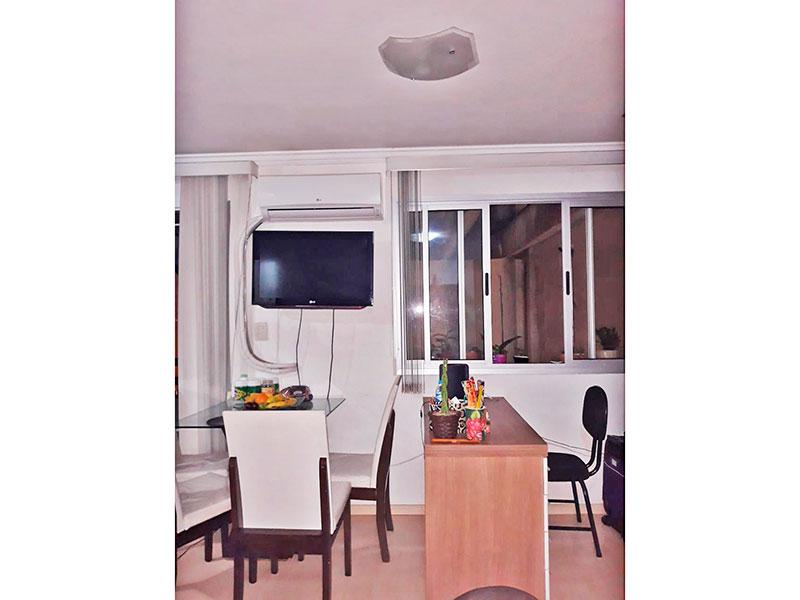 Jabaquara, Studio - Sala integrada com o quarto e a cozinha, com piso de laminado, teto com moldura de gesso e acesso a varanda.