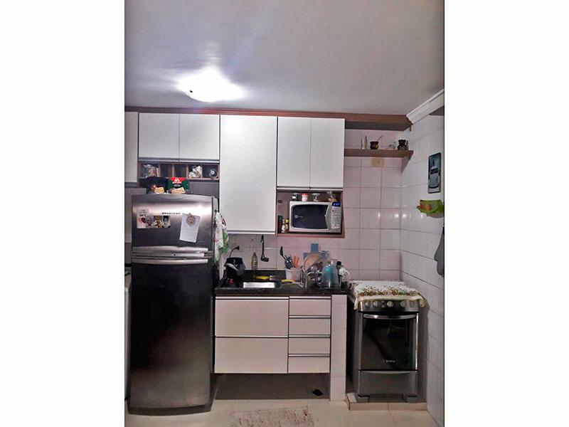 Jabaquara, Studio-Cozinha com piso de cerâmica, teto com moldura de gesso, armários planejados, gabinete, pia de granito e acesso a área de serviço.
