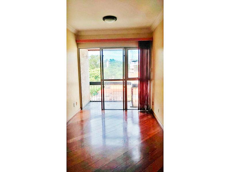 Jabaquara, Apartamento Padrão - Sala irregular com piso de carpete de madeira, teto com moldura de gesso e acesso a sacada.