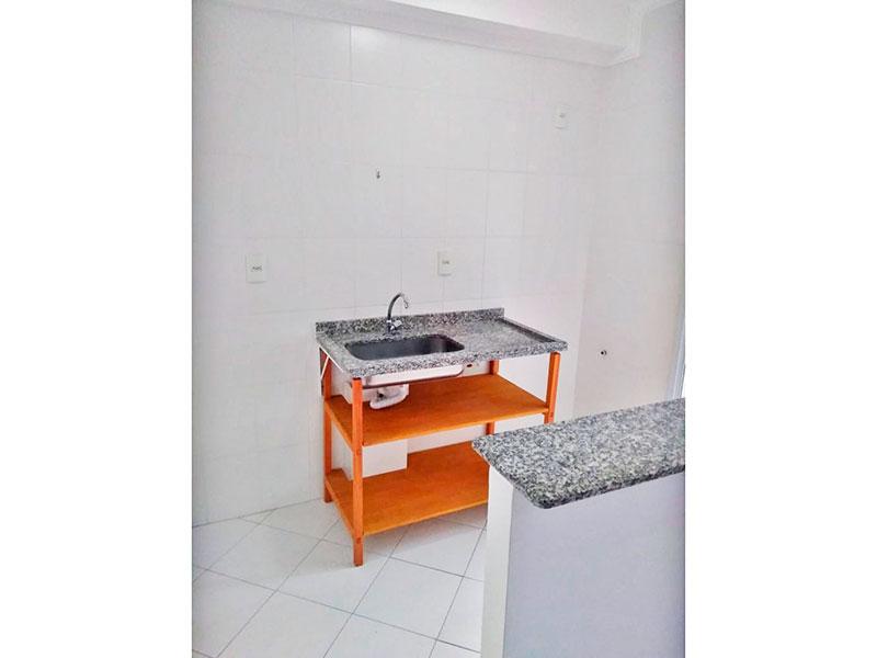 Sacomã, Apartamento Padrão-Cozinha americana com piso de cerâmica, pia de granito e acesso a área de serviço.