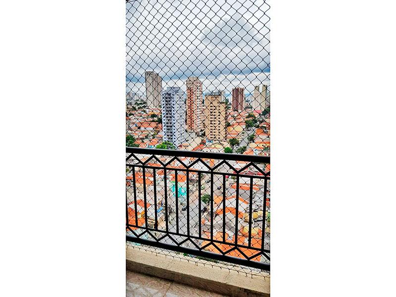 Ipiranga, Apartamento Padrão-Varanda com piso de porcelanato e tela de proteção.