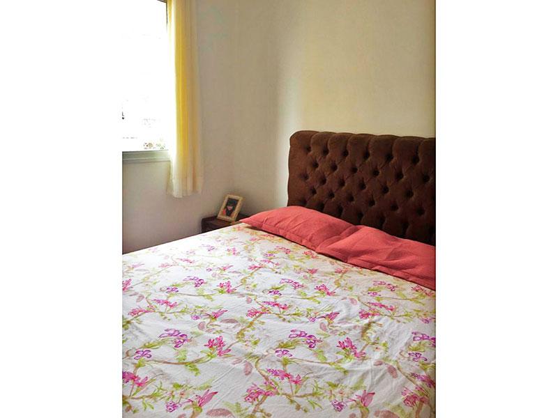Ipiranga, Apartamento Padrão-1º Quarto com piso de cerâmica e teto com moldura de gesso.
