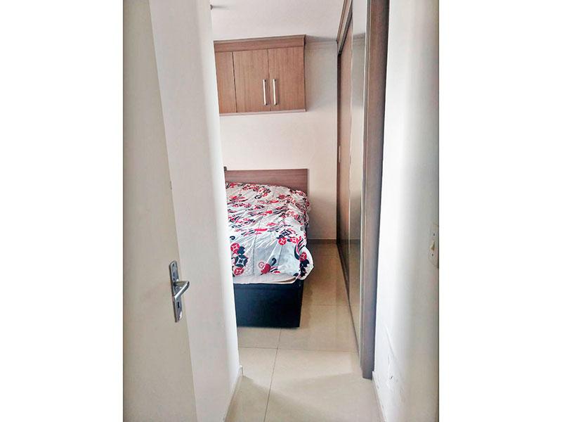 Sacomã, Apartamento Padrão-Suíte com piso de porcelanato, teto com moldura de gesso, armários planejados e embutidos.