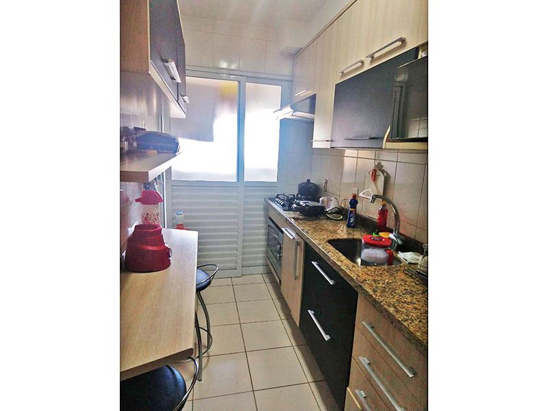 Sacomã, Apartamento Padrão-Cozinha com piso de cerâmica, armários planejados, gabinete, cooktop, pia de granito e acesso a área de serviço.