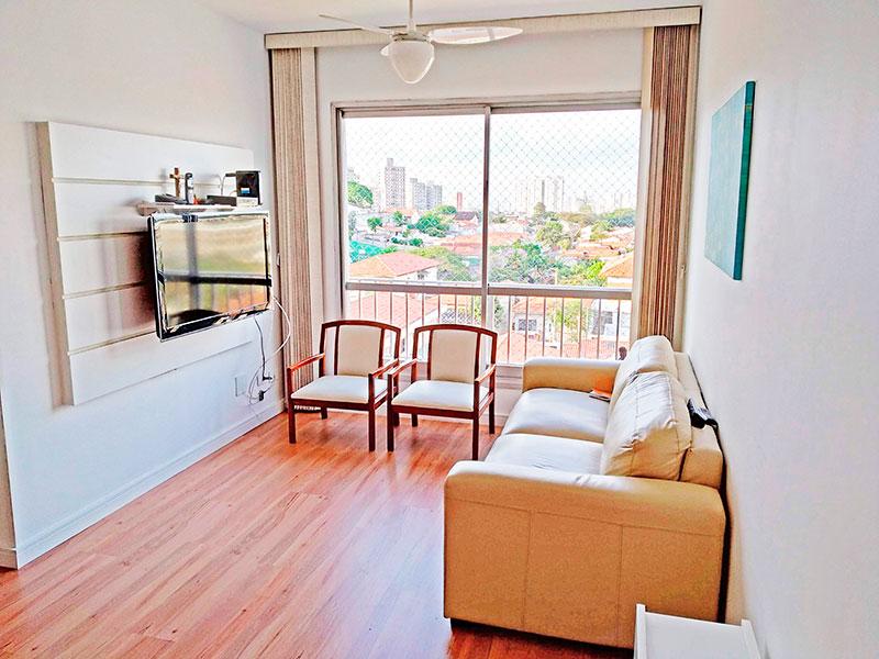 Jabaquara, Apartamento Padrão - Sala com piso de laminado e acesso a sacada.