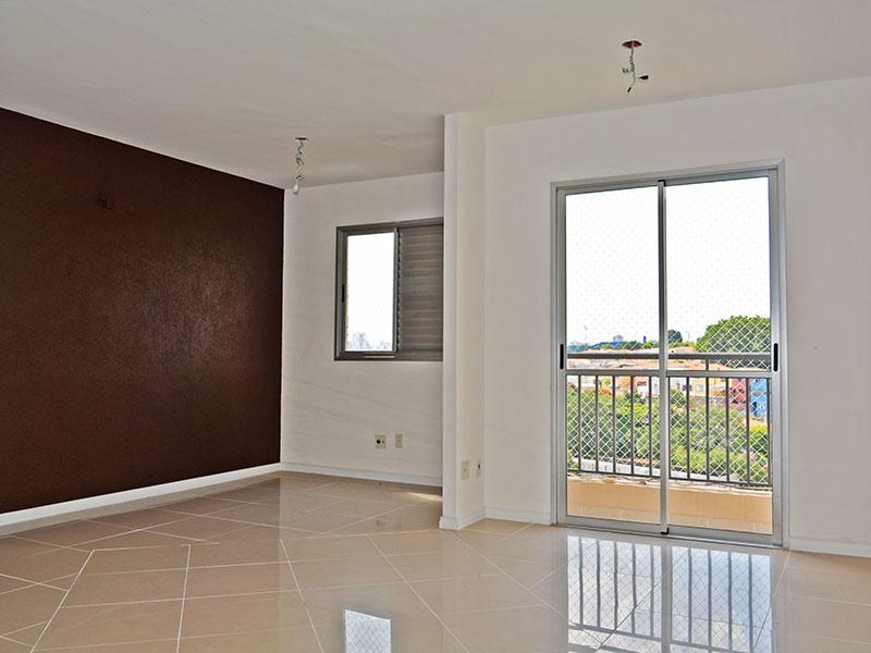 Jabaquara, Apartamento Padrão - Sala ampliada (com o 3º quarto), com piso de porcelanato e acesso a varanda.