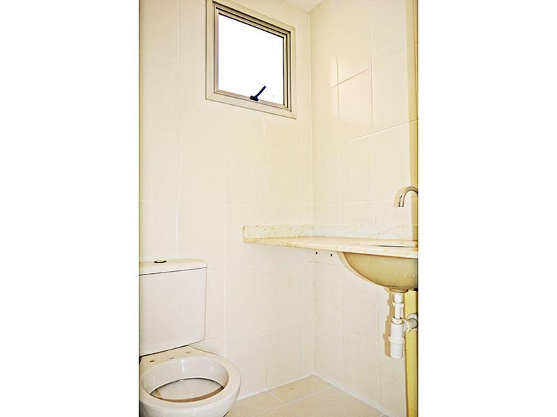 Jabaquara, Apartamento Padrão-Banheiro social com piso de cerâmica e pia de mármore.