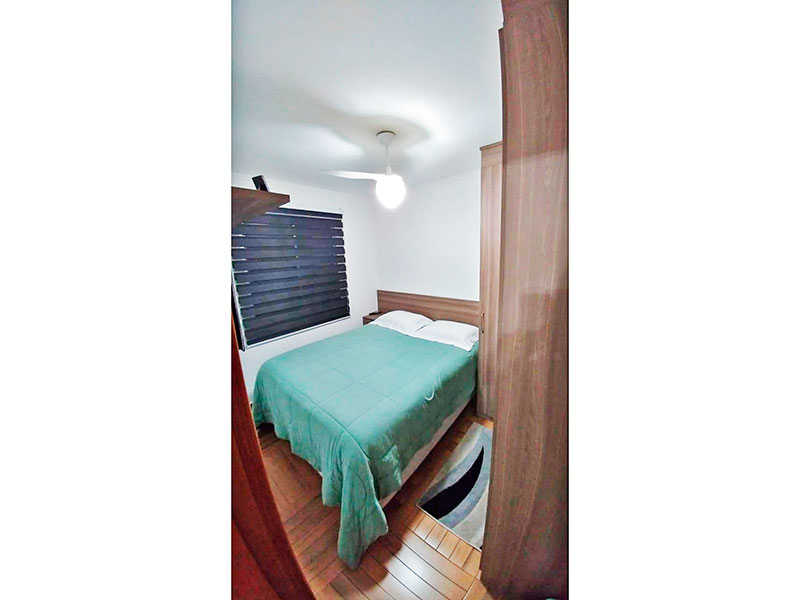 Sacomã, Apartamento Padrão-1º Quarto com piso de taco, teto com moldura de gesso e armários planejados.