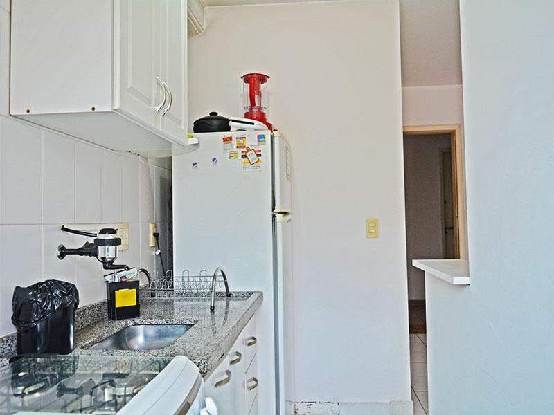 Jabaquara, Studio-Cozinha americana integrada com a área de serviço, com piso de cerâmica, armários planejados, gabinete e pia de granito.