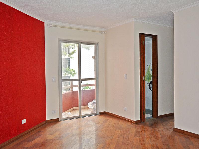 Jabaquara, Apartamento Padrão - Sala com piso de tacão, teto com moldura de gesso e acesso a sacada.