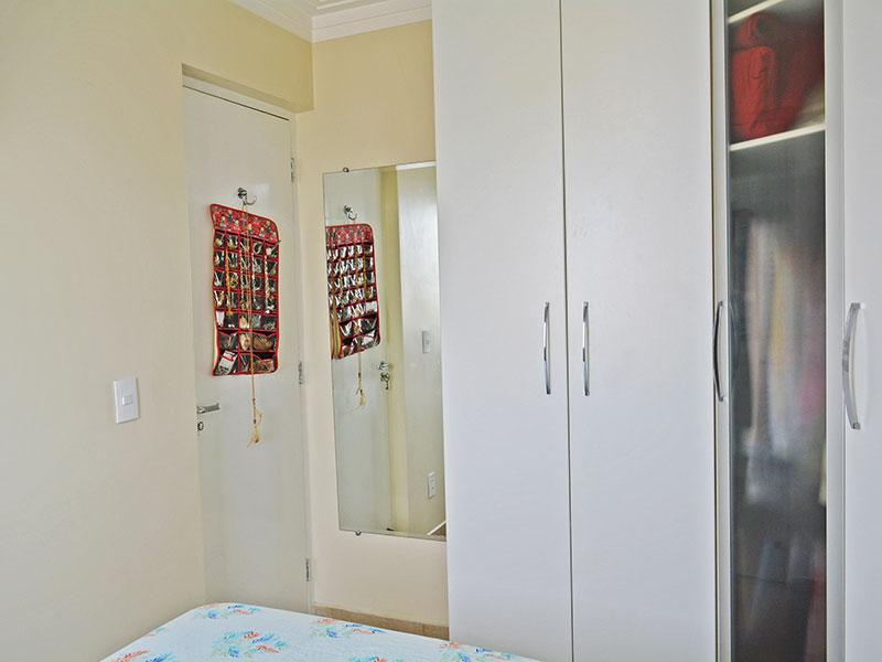 Sacomã, Apartamento Padrão-1º Quarto com piso de cerâmica, teto com moldura de gesso e armários planejados.