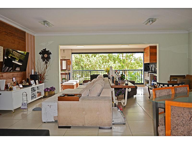 Jabaquara, Apartamento Padrão-Sala ampliada (com o 4º quarto), integrada com a varanda gourmet, com piso de cerâmica e teto com moldura de gesso.