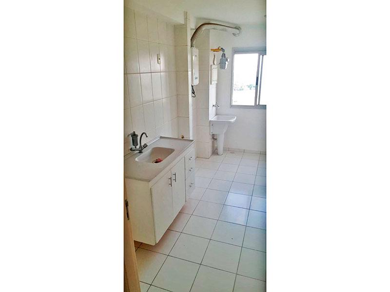 Sacomã, Apartamento Padrão-Cozinha integrada com a área de serviço, com piso de cerâmica, gabinete e pia de granito.