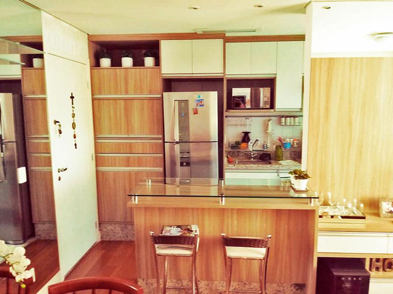 Sacomã, Apartamento Padrão-Cozinha americana com piso de cerâmica, iluminação embutida, armários planejados, gabinete, cooktop, pia de granito e acesso a área de serviço.
