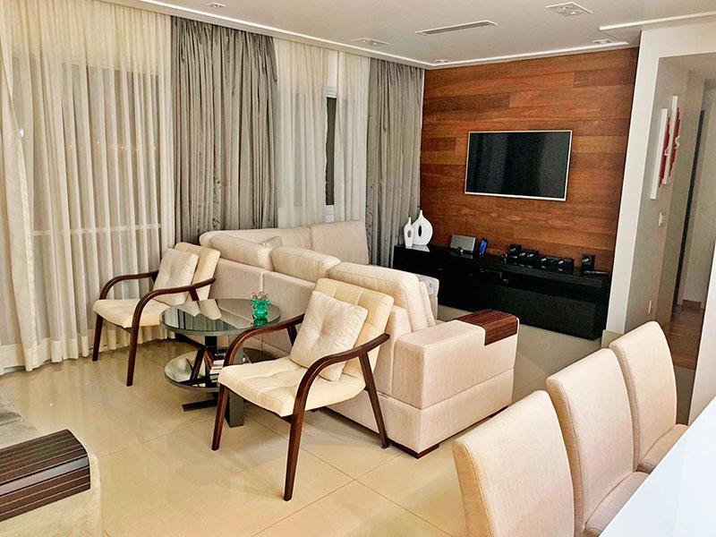 Ipiranga, Apartamento Padrão - Sala ampliada (com o 4º quarto), com piso de porcelanato, teto com sanca, iluminação embutida e acesso a varanda.