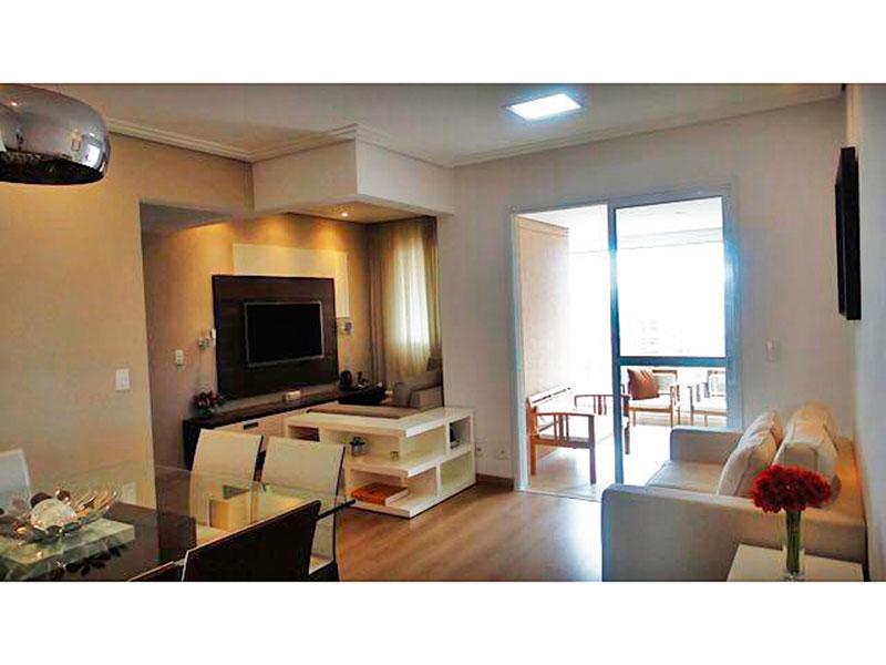 Ipiranga, Apartamento Padrão - Sala irregular com piso de laminado, teto com sanca de gesso, iluminação embutida e acesso a varanda gourmet.