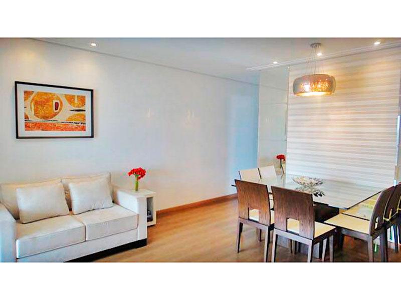 Ipiranga, Apartamento Padrão-Sala irregular com piso de laminado, teto com sanca de gesso, iluminação embutida e acesso a varanda gourmet.