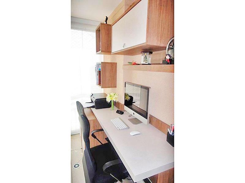 Ipiranga, Apartamento Padrão-3º Quarto com piso de cerâmica, teto com sanca, armários planejados e acesso a varanda gourmet.