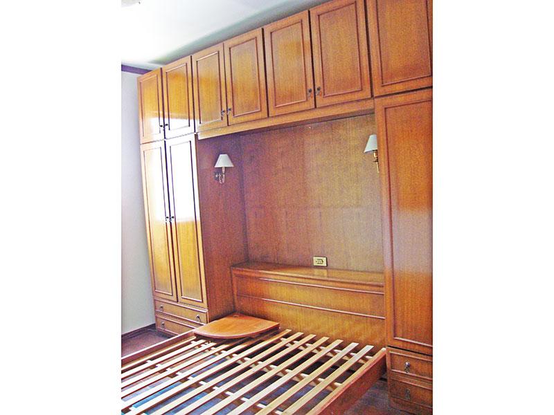 Sacomã, Apartamento Padrão-1º Quarto com piso de madeira e teto com moldura de gesso.