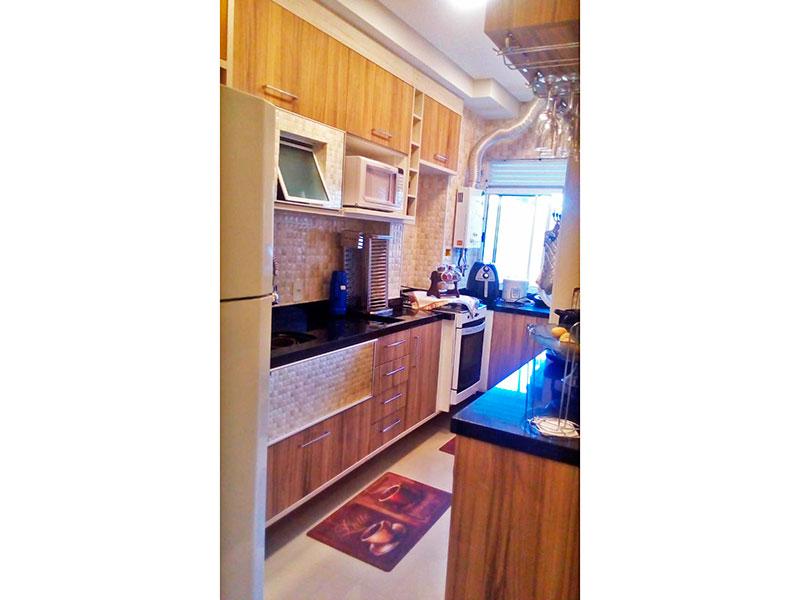 Sacomã, Apartamento Padrão-Cozinha americana com piso de porcelanato, armários planejados e pia de granito.